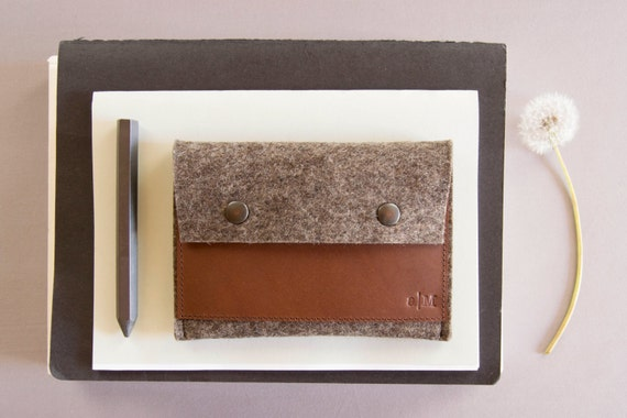 Felt and leather PASSPORT WALLET / passport case / passport cover / wool felt case / traveling / wool felt wallet / handmade / made in Italy