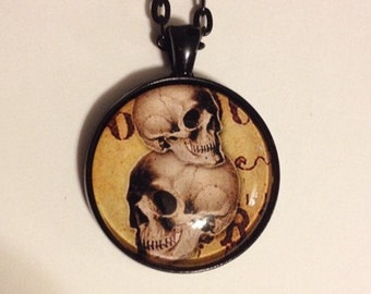 Skull pendant in black, with matching necklace