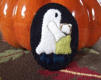 Little Ghost Trick or Treating Brooch Halloween Felt Pin