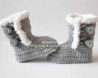 Crochet baby booties, baby shoes, baby boots, grey, gray, white, winter, baby shoes, boy, girl, photo prop, 0-3 months, baby shower gift
