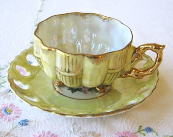 Yellow three footed Japanese Lusterware tea set with roses