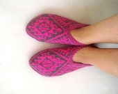 knitted slippers, womens slippers, fushia pink and gray geometric Slippers, Turkish Socks, knit socks, home shoes, mothers day womans gifts