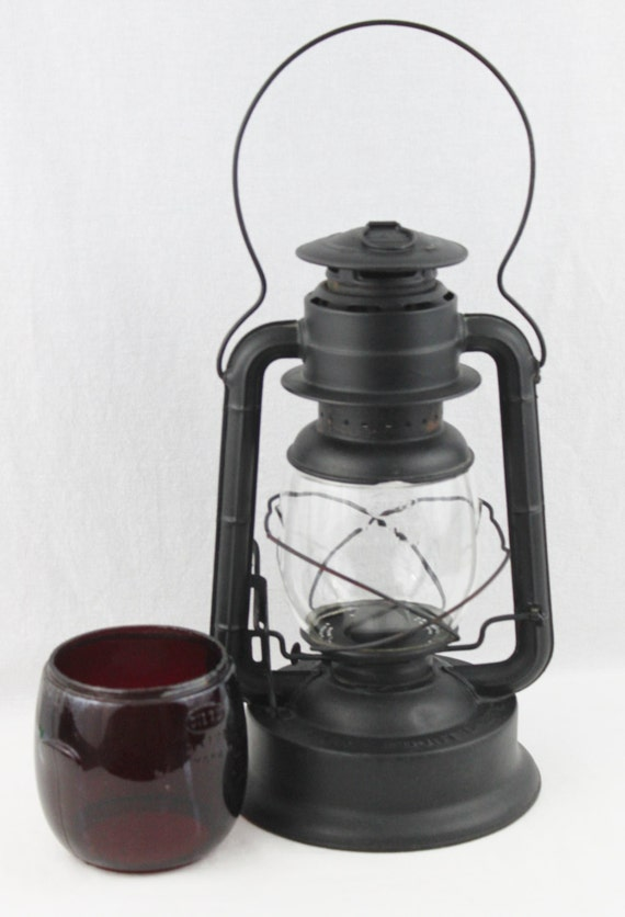 never used dietz rr lantern with red and clear glass dietz. Black Bedroom Furniture Sets. Home Design Ideas