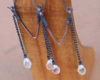 Rustic Crystal Tribl Hoops Earrings n.123 -  Solid Copper . Chain Cascade . Artisan Triangular Tribal Hoops . Faceted Quartz Crystal . Drop