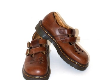 20% Off SALE--RESERVED For SINEAD------Vintage Mary Jane Dr. Martens . Cute Brown Leather Doc Martens . Double Strap Docs Size 4 uk 6 1/2 us