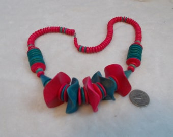 Stunning Vintage Necklace-Pink & Greenish Wooden-N1713
