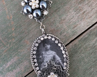 Sitting Pretty Necklace/Victorian/Edwardian/Black and White