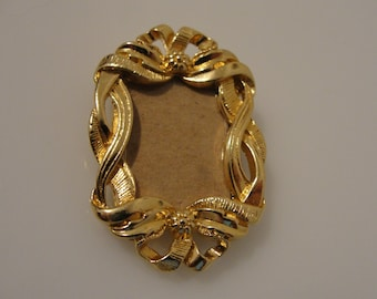 """Picture frame photo pin brooch scroll work 1.5"""" x 1"""" for photo .75"""" x .5"""""""