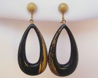 "Dauplaise Long Teardrop Black Lucite Hoop Earrings 2 7/16"" Long Lightweight Vintage Gold Tone Metal Clip On Screw Back Combo Patented Groovy"