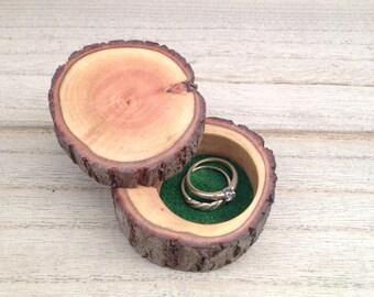 Ring box/log ring box/rustic ring box /wedding ring box/engagement ring box/