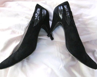 vintage 1990s womens LIMITED EDITIONS by ROBERTINA Pumps Black Suede All leather style 1078 Size 8.5B Theater costume G S