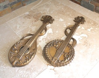 Music instruments wall hangings, large Sexton Victorian style banjo mandolin wall decor, metal wall hanging, 1976 Sexton USA wall plaques