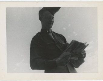 Soldier Reading, 1940s Vintage Snapshot Photo (510414)
