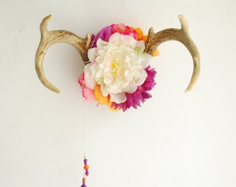 Deer Antlers Wildflowers & Beaded Chain - White Pink Orange Purple Floral Wall Hanging Taxidermy 8 Point Rack Boho Home Decor Decoration