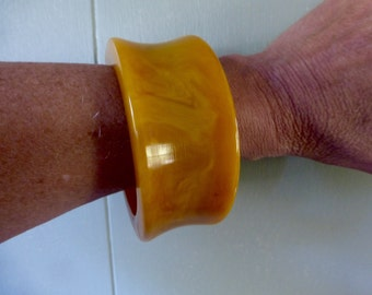 Thick, Chunky, Out of this World, Butterscotch Bakelite Bangle