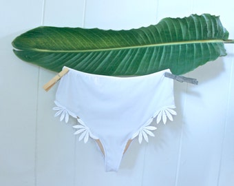Sweetie bottoms - High Waisted White Daisy trim