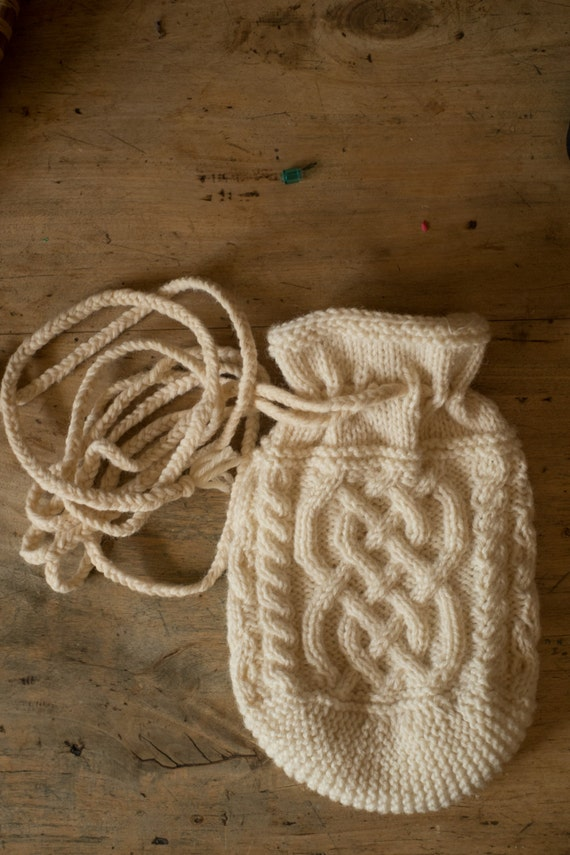 THARA -  Celtic Baglet - Pure wool - off white - other colors made to order