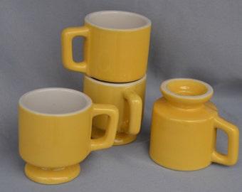 eb1456 FOUR 4 RESTAURANT Ware Smallish Squatty Pedestal Coffee Mugs Vintage USA Brand Creamy Yellow