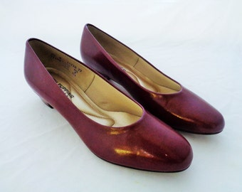 Vintage Size 9.5 Hush Puppies Maroon Leather Low Heel Pumps 1970s