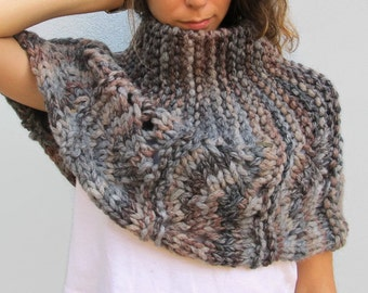Hand knit capelet. Capelet knitted. Handmade Knitwear. Handknit capelet Wrap. Capelet Shawl. Capelet Wrap. Shrug Wrap. Winter warm capelet