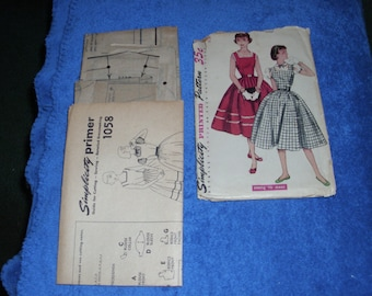 Simplicity Printed Pattern Uncut Simple to Make 1950s Full skirt Rock a Billy Dress Jumper
