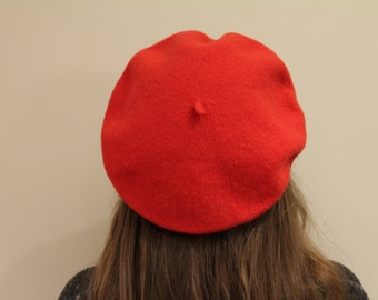 Wool beret in bright red. French beret. Vintage beret