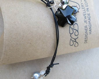 Swarovski Pearl Lariat, Pearl Necklace, Swarovski Necklace, Pearl Pendant Necklace, Edinburgh Jewellery Designer, Handmade Jewellery,U.K.
