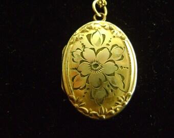 Vintage 1/20 - 12K Gold Filled Hayward Necklace with Locket