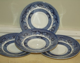 VNG  Churchill  4-pc set small Plates  England White Blue EST 1795