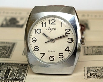 Vintage men's watch LUCH (Ray). Slim men's mechanical wrist watch 23 jewels. Ivory dial gent's watc 70s. Rare Soviet dress watch for men