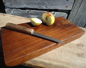 Black walnut cutting board - Kitchen cutting board - Black walnut wood - Rustic cutting board - Hand carved - Kitchen decor - Cutting board