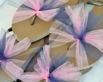 SALE!! Custom WEDDING Flip Flops, BRIDESMAID Flip Flops, Simple & Elegant Tulle Flip Flops, Bridesmaid Gift, Bridal Party Gift, Beach