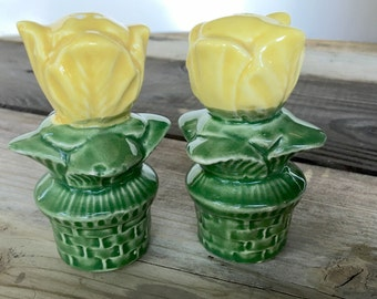Vintage tulip yellow and green salt pepper shakers collectible home decor table housewares