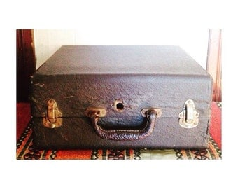 Beautiful Vintage Carrying Case -Vintage Travel Case- Leather Handle