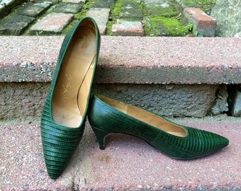 Vintage Green Lizard Pumps Heels , 50's 60's  Designer Reptile Shoes by de Angelo for Gimbels Shoppe, Chic 1950's Uptown Mad Men Style  8 AA