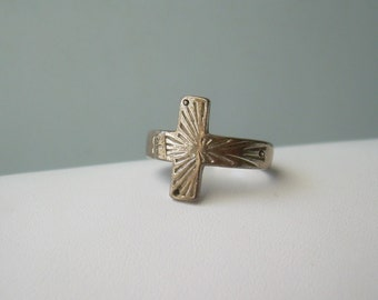 """Cross Tiny Nails Ring Size 7-Vintage Sterling Silver-Designer """"PGDA 925"""" Hallmark-Christian Catholic Religious Crucifix-Mens Womens Jewelry"""