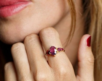 Cluster Ring, Cluster Engagement Ring, Pink Sapphire Ring, Red Engagement Ring, Unique Engagement Ring, 18k Gold Oval Sapphire Ring