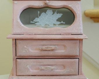 Antiqued, shabby chic jewelry box
