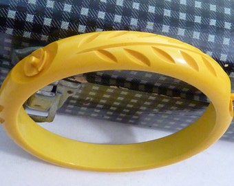 BUTTERSCOTCH carved  BAKELITE BANGLE Vintage Art Deco stacking Bracelet