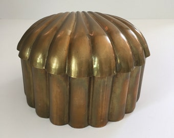 Vintage Hollywood Regency Brass Shell Box