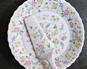 Fine China Dinner Plate By Royal Doulton By Losttreasurebylynn