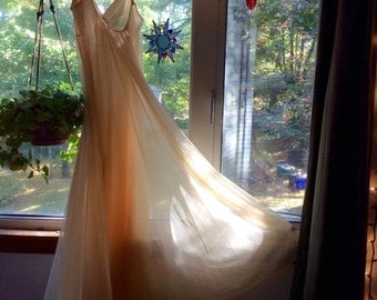 """Rare Vintage! Honey Gold Laros Chiffon Gown w/Watteau Train-34"""" *Offers Considered"""