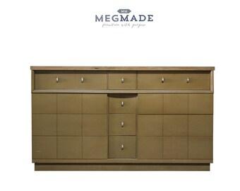 1023-00587 Customizable Traditional Cavalier Dresser