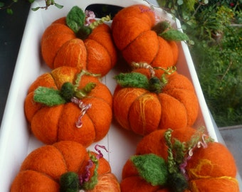 felt pumpkin... Autumn ...Halloween ;)