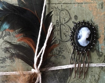 Black and white cameo pin hair comb