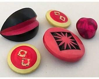 Group of 5 Vintage Buttons with Hot Pink, Bright Pink Buttons, Celluloid, Plastic, Bakelite Button Lot, stock lot 210