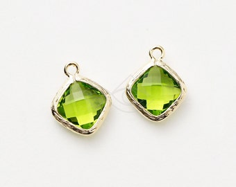 1069091 / Olivine / 16k Gold Plated Brass Framed Glass Pendant  10.5mm x 13mm / 0.6g / 2pcs