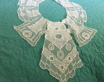 VINTAGE, Detailed, Paneled, Bib LACE COLLAR; Mint Condition