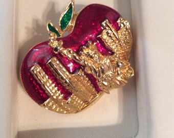 New York big apple brooch 1-1/2 in