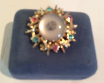 Gold toned brooch 1-1/4 in